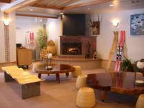 フロント前のロビーには、暖かな暖炉。◆無線LANがご利用いただけます(無料)