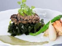 鮑の肝を使ったソースで頂くステーキの画像