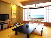[一般客室の一例] お部屋からの雄大な日本海の眺めをお楽しみください。