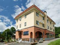 *本館ホテル外観/長閑な田園風景に囲まれた2002年OPENのオシャレホテル