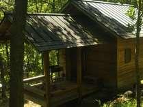 【織姫バンガロー一例】6名様までご宿泊OK!トイレ・洗面・冷蔵庫・冷暖房完備です。