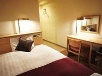 ◆セミダブルベッド◆12平米◆ベッドサイズ120cm◆洗浄付きトイレ◆空冷蔵庫◆利用可能人数1~2名◆