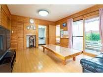7名棟床暖房完備のリビングルーム