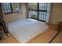 1階和室8畳です、4名様分の寝具をご用意しております。