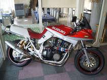 入口に飾ってあるオーナー自慢のバイクです!バイク好きの方ぜひ見に来て下さい。