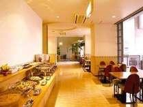 ◆ご朝食は和洋のバイキングをサービス。7時から9時の間にお召し上がりください。