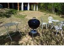 ウェーバーのBBQコンロです♪テーブル椅子は他にもたくさんご用意しています