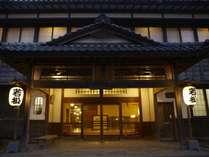 ■歴史と伝統に磨き上げられた正面玄関