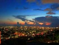 首里の高台に位置するノボテル沖縄那覇からは、きらめく那覇の夜景をお楽しみ頂けます。※イメージ