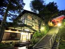 湯畑を望む なつかしの湯宿 ぬ志勇旅館