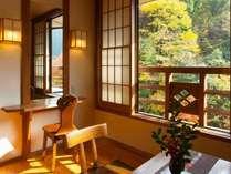 田の原川を眺めながらゆっくりとお過ごし下さい。