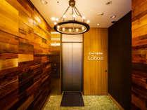 エレベーターの入り口と出口は逆なので注意してください。