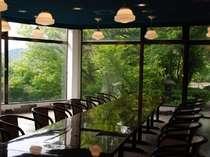四季の景観がパノラマビューで楽しめる食事会場「さらら」