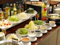 野菜をしゃぶしゃぶして6つのソースで楽しむ野菜しゃぶしゃぶは朝食の人気メニューです