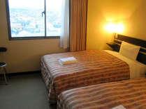 ■客室:ツインルームは広々20平米!全室サータ社製マットレス使用♪