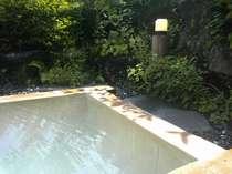 効能豊かな硫黄泉。露天風呂は貸切専用