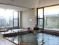 気泡浴槽、サウナに水風呂を完備した浴場です