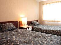 緑あふれるさわやかな眺望のツインベッドルーム