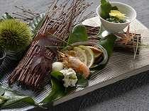 お料理は近くの漁港から新鮮な魚貝を中心に一品づつ会席で提供。個室ダイニング「風の器」