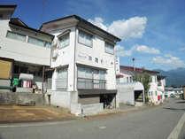 *【外観】最寄りのJR塩沢駅からは送迎もあります。ご希望の方は、事前にご予約下さい。