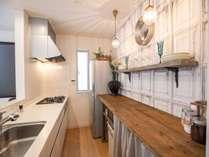 キッチン:備付けの調理器具や食器類もご利用いただけます。