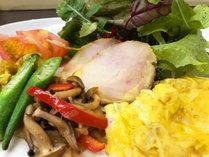・朝食/一例 自家製のベビーリーフは、朝摘み☆一番美味しいタイミングでお召し上がりいただけます。