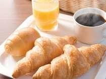 1日の始まりはあつあつ焼きたてパンと挽きたてコーヒーで!
