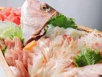夕食の単品 舟盛り(4) キトキトなお刺身♪