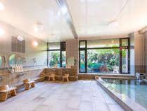 風光明媚な「日本庭園」を望む天然温泉大浴場