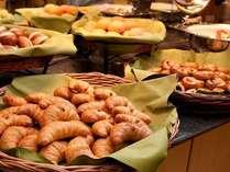 【朝食】健康無料朝食は焼き立てパンが自慢です。