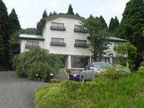 【外観】琵琶湖国定公園内にある、余呉湖畔の美しい風景に囲まれた施設。のんびりとお過ごし下さい。