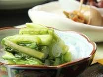 シャキシャキ野沢菜は伝統の樽漬け