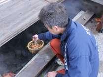麻釜でつくる温泉卵