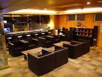 ロビーにて24時間コーヒーサービスご利用いただけます。フリーPC、ウォーターサーバー、電子レンジも準備