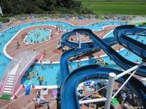 【プール】高低差10メートル、最大全長100メートル!!自慢のウォータースライダーです