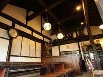 館内_朝食の食事処は、高い天井の土間の食事処