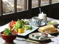バランスの良い朝食をご用意いたします。朝のエネルギーチャージに!