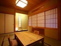 スイートルームの和室。足を伸ばしてゆったりとおくつろぎください。