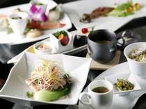 女性のお客様にご好評頂いている翠蝶館の洋・中折衷創作コース料理。