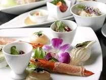 夕食は翠蝶館の創作コース料理または、翠山亭の和食懐石よりお選びいただけます。