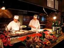 本館 定山渓第一寶亭留翠山亭の炭火食事処『桑乃木』。オープンキッチンで出来立てを提供します。