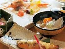 熟成秋鮭を使用した夕食。手前が熟成秋鮭味噌柚庵焼、右がアラでだしをとった粕汁。