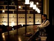 夜はフリードリンクのバーで静かな時間をお過ごしくださいませ。
