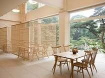 【お食事処Suzu】2008年11月に新設された庭園を望む和風モダンレストラン