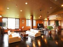 *【ロビー】約70畳の広々スペース!ミニコンサート等で使用される方もいらっしゃいます。