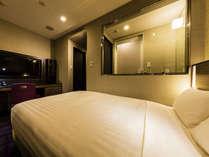 【客室】デラックスシングル 部屋広さ…18㎡ 宿泊人数…1名~2名・ベッド幅…140cm