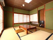 【旧館和室】8~10畳のゆったりとした和室。和モダンな洗面所で和の空間を演出
