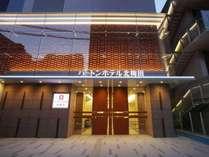 阪急梅田駅より徒歩4分、地下鉄中津駅より徒歩2分、JR大阪駅より徒歩10分