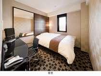 客室はアイシン特製ダブルサイズベット 低反発枕を完備   個別空調です