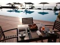 プールサイド朝食イメージ